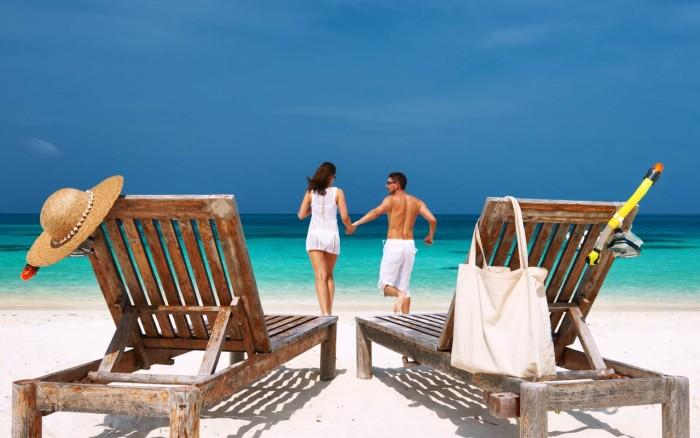honeymoon-travel-tips-beach